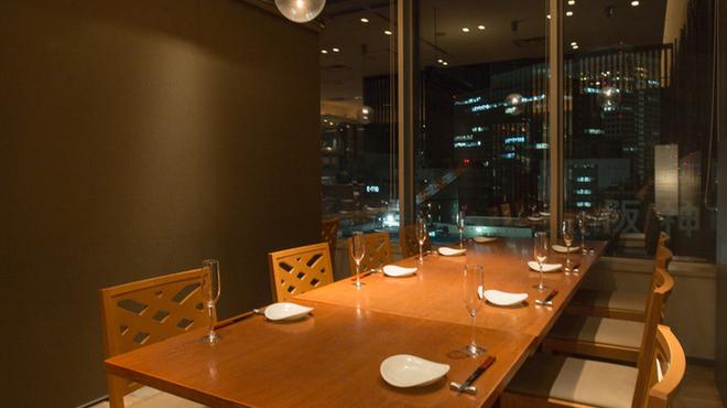 GRILL&BAR DINING 燦の食べログに掲載されている店内画像