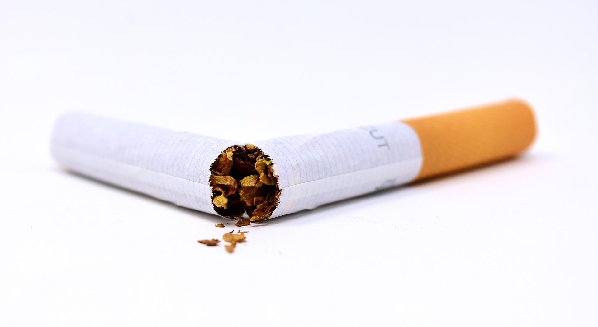 割れたタバコ